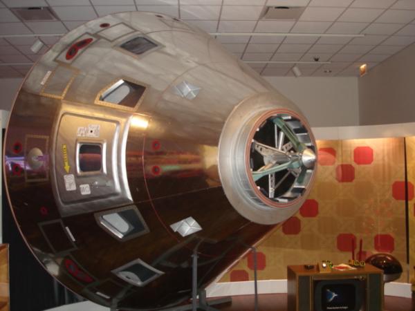 Apollo 8 command module replica model in the 1968 exhibit - Replica mobel legal ...